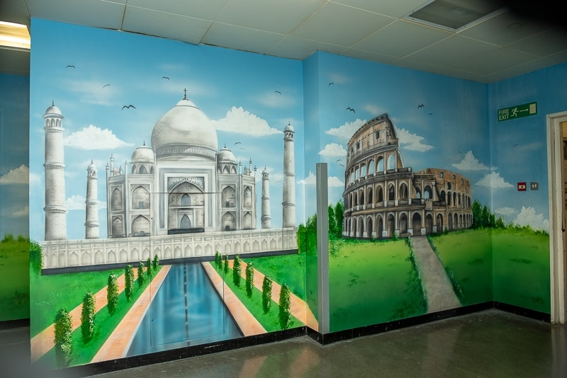hand painted walls taj mahal and colosseum