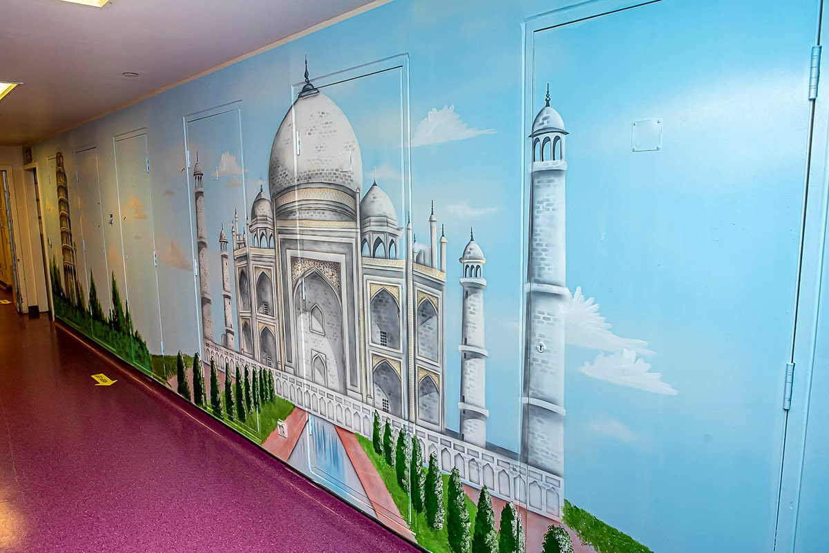 Taj mahal painted on the wall