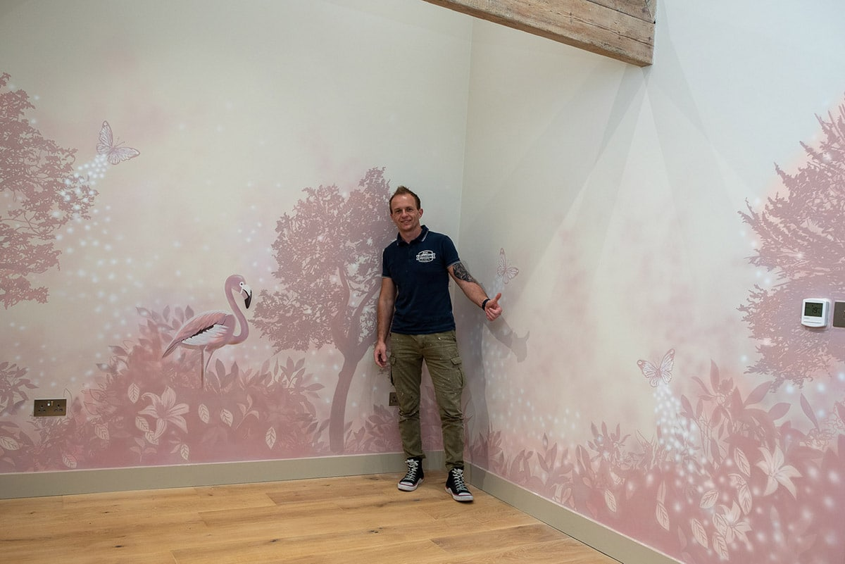 Mural prices - Artist with his work